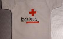 mini shirtje rode kruis met kapstokje