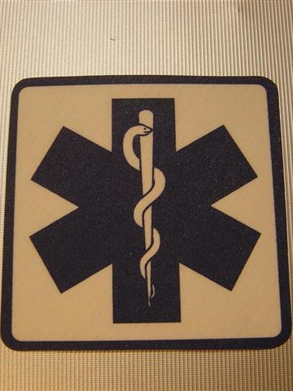 Strijklogo ambulance vierkant