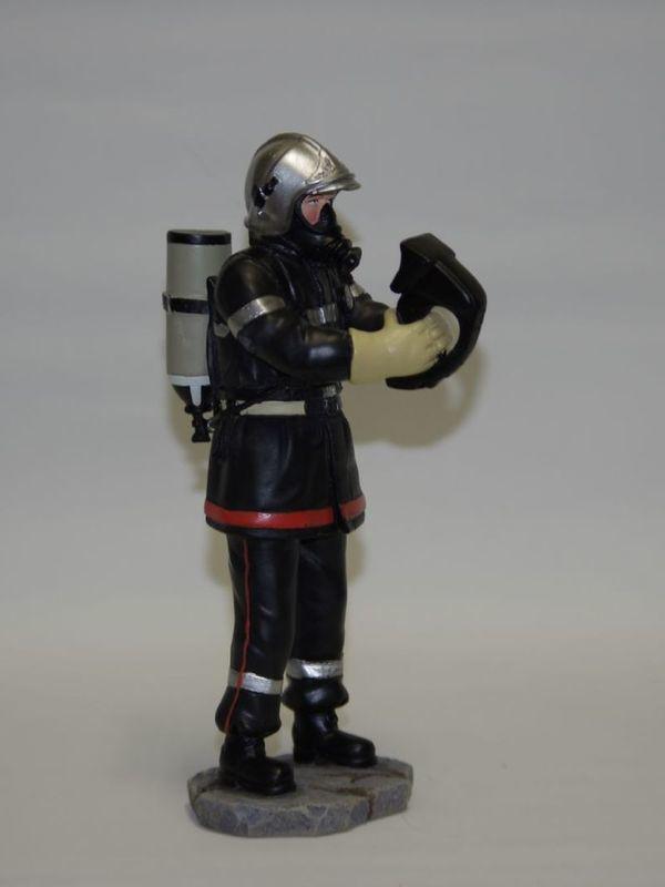 Brandweerman met thermishe camera