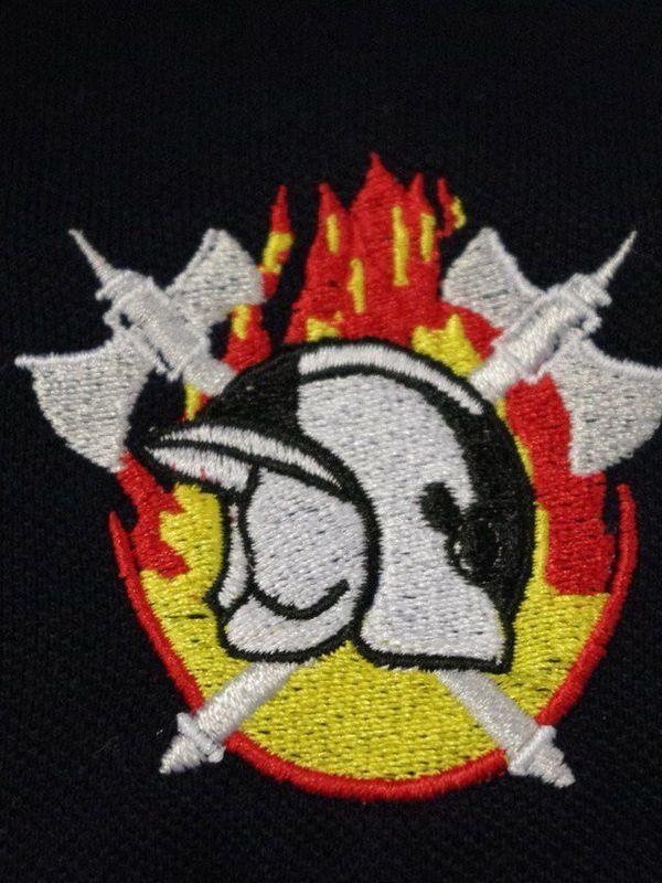 polosweater met geborduurd logo BW vlam geel/rood